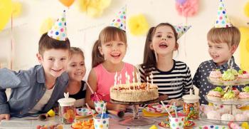 چطور برای کودکان هدیه تولد بخریم؟ چه هدیه ای برای کودکان جذاب است؟