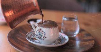 طرز تهیه قهوه ترک [با قهوه جوش ، روی گاز و ...]